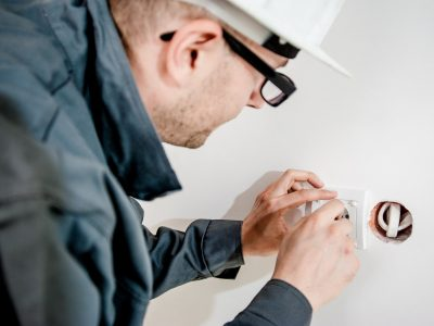 electrician outlet replacment